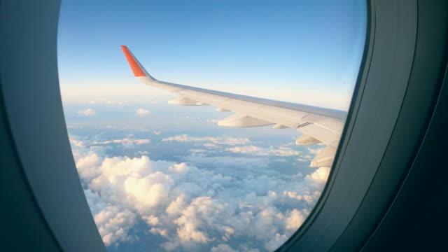 airplane wing and clouds seen from the aircraft - skrzydło samolotu filmów i materiałów b-roll