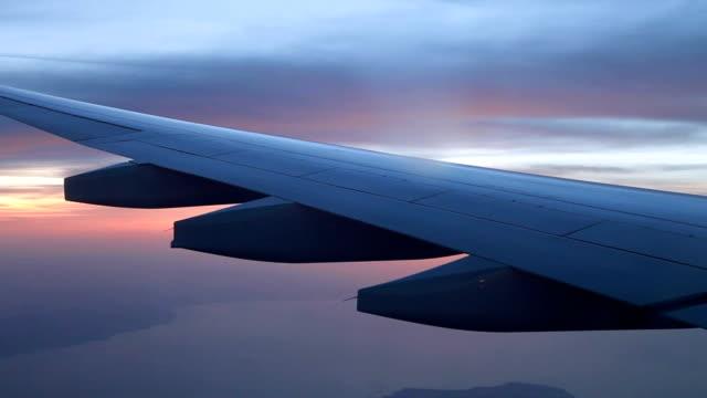skrzydło samolotu w locie - skrzydło samolotu filmów i materiałów b-roll