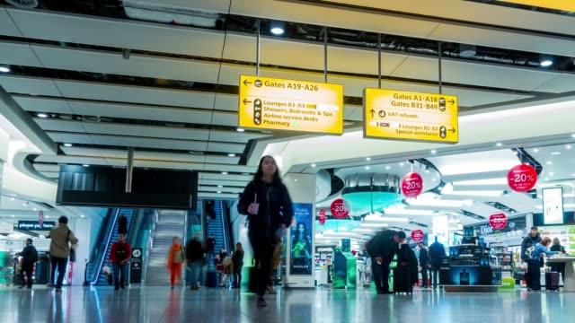 stockvideo's en b-roll-footage met luchthaven concourse - vliegveld vertrekhal