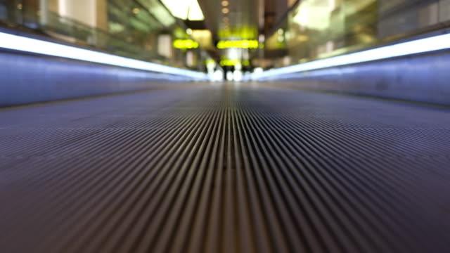 flygplats gångpassage - rulltrappa byggnadsdetalj bildbanksvideor och videomaterial från bakom kulisserna