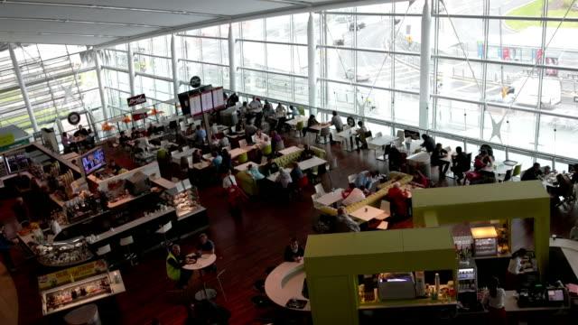lotnisko w restauracji - stołówka filmów i materiałów b-roll