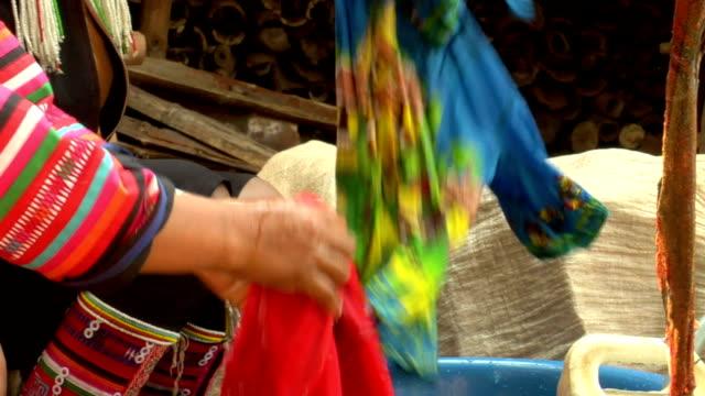 акха прачечной времени - burma home do стоковые видео и кадры b-roll