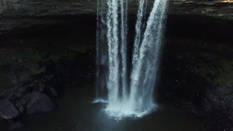 vidéos et rushes de 4k aerial alabama cascade montée - format hd