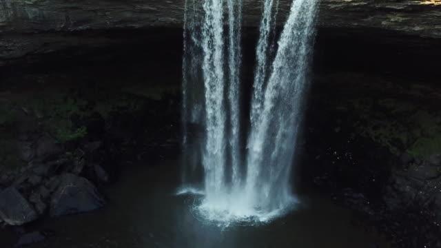 4k aerial alabama wodospad wspinać - alabama filmów i materiałów b-roll