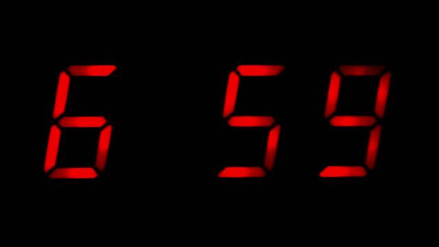 väckarklocka som går av vid 7 am - alarm clock bildbanksvideor och videomaterial från bakom kulisserna