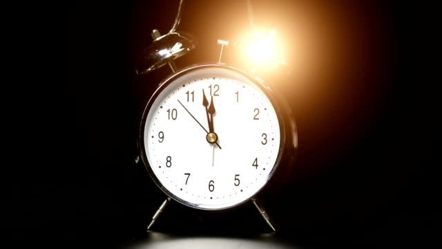 目覚まし時計 ビデオ