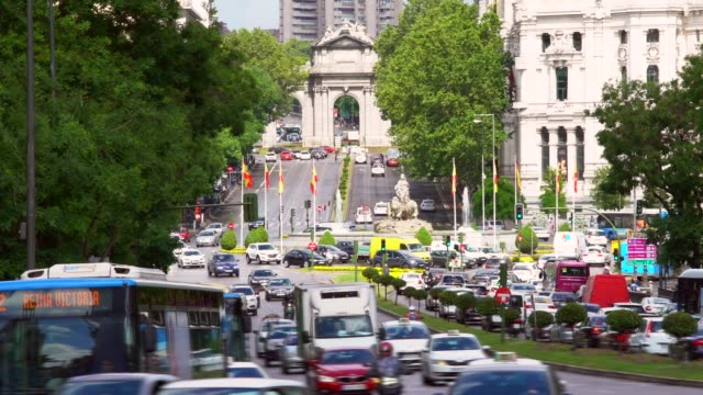 Alcala Gate with traffic in Madrid video