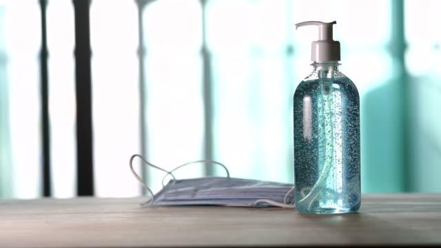 vídeos y material grabado en eventos de stock de desinfectante de manos de gel de alcohol y máscara médica - hand sanitizer
