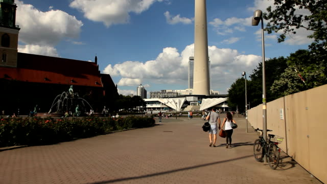 Alexandreplatz and Neptune fountain video