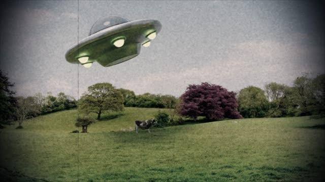 ufo främmande bortförande ko ufo oidentifierade flygande föremål utlänningar nära stöta 4k - rymdvarelse bildbanksvideor och videomaterial från bakom kulisserna