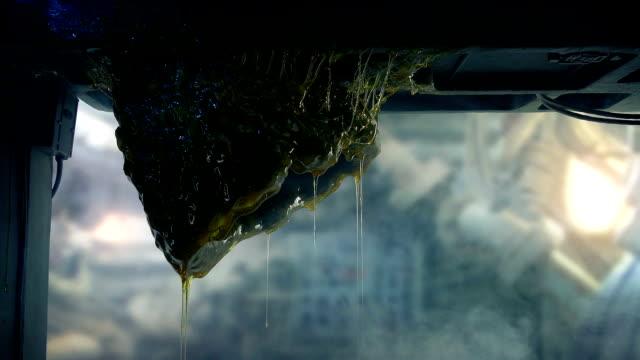 alien ägg droppande i blinkande lampor och rök - rymdvarelse bildbanksvideor och videomaterial från bakom kulisserna
