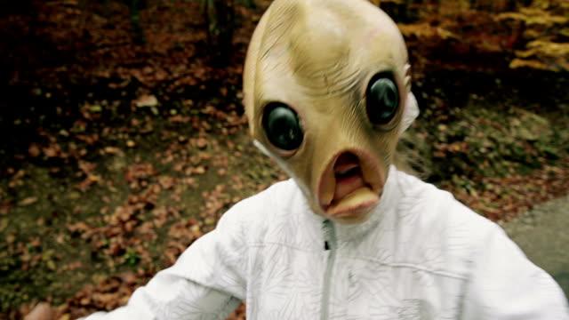 främmande mask - rymdvarelse bildbanksvideor och videomaterial från bakom kulisserna
