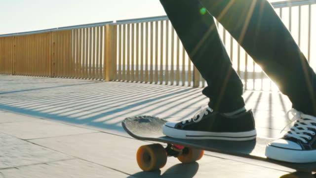 必要なのはスケートボードだけだ - スケートボード点の映像素材/bロール