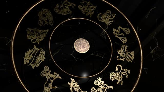 vídeos de stock e filmes b-roll de all zodiac signs inside a golden wheel - astrologia