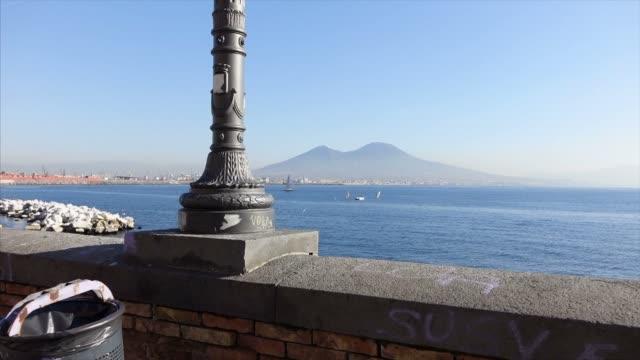 ナポリの海沿い - 石垣点の映像素材/bロール