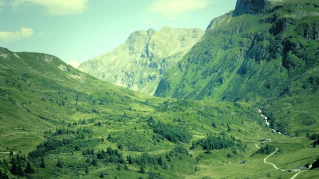 alpine massivet, vackra alpina canyon i österrike. alpine gastein-dalen i sommar. - videor med salzburg bildbanksvideor och videomaterial från bakom kulisserna