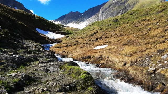 Ochsenlenke Alpenpass im Frühling – Video