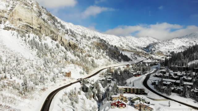 skigebiet alta in der hochsaison in der nähe von salt lake city utah in der wasatch mountain range - utah stock-videos und b-roll-filmmaterial