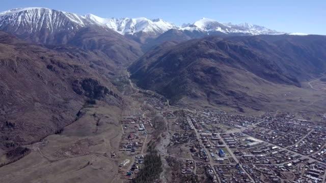 アルタイ山脈。美しい高原の風景。ロシア。シベリア。quadcopter のフライト。トップ ビュー - アルタイ自然保護区点の映像素材/bロール
