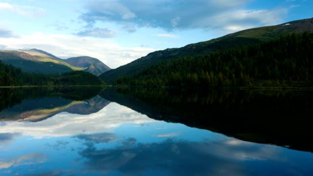 アルタイ山脈。美しい高原の風景。ロシアのシベリア。タイムラプス - アルタイ自然保護区点の映像素材/bロール