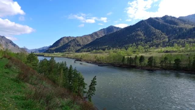 山の村 Chemal、ロシアの近くにアルタイ川カトゥン ビデオ