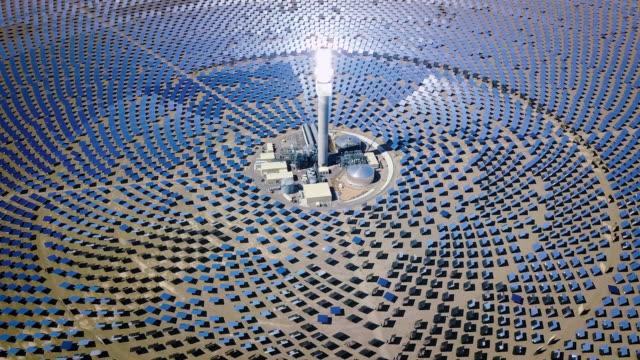 대체 에너지 태양 열 발전소 4k 비디오 - 태양 에너지 스톡 비디오 및 b-롤 화면