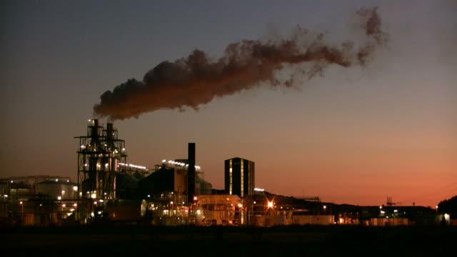 альтернативные электростанция - биомасса возобновляемая энергия стоковые видео и кадры b-roll