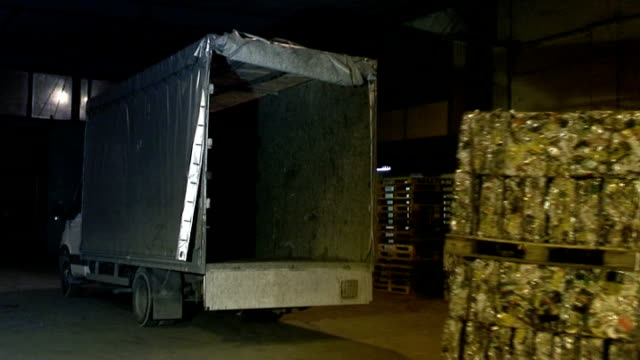 Aluminium bales being loaded video