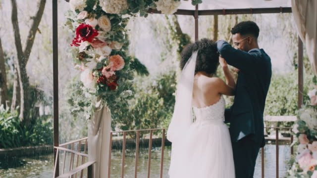 i am at my happiest when i am with you - video di matrimonio video stock e b–roll
