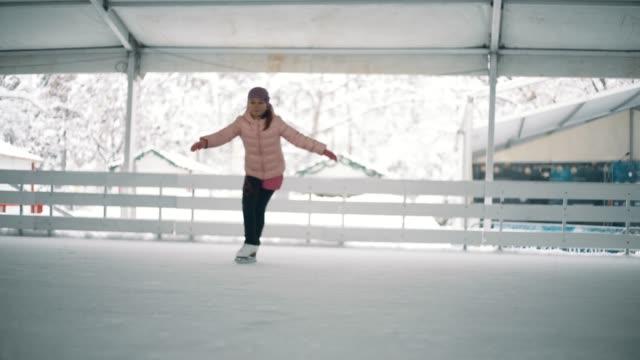 amatör vintersport - piruett bildbanksvideor och videomaterial från bakom kulisserna