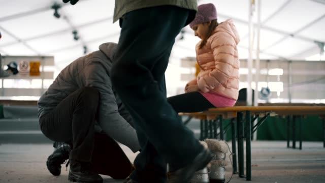 amateur winter sports - łyżwa filmów i materiałów b-roll