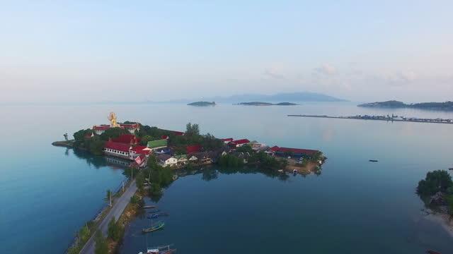 アメージングブッダとスカイパノラマ、タイ山の視点 - サムイ島点の映像素材/bロール