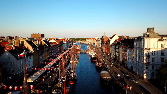 amazing busy old street in copenhagen, denmark. bridge in nyhavn new harbour canal and entertainment district. aerial video footage view from the top. - копенгаген стоковые видео и кадры b-roll
