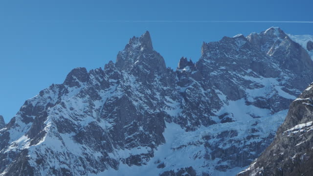 amazing close up to the perennial glaciers of the mont blanc range on the french side. ice and fresh snow. wonderful landscape - monte bianco video stock e b–roll