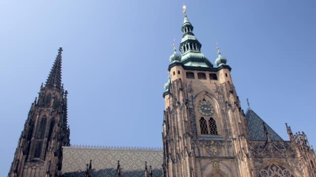 驚くべき巨大な中世の大聖堂、ゴシック様式のヨーロッパ建築 - チェコ共和国点の映像素材/bロール