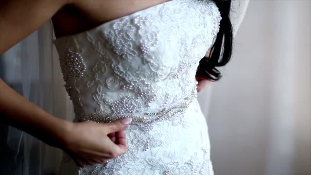 incredibile abito da sposa di pizzo - 2016 video stock e b–roll