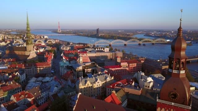 vidéos et rushes de vue panoramique sur la ville de prague par le haut - prague