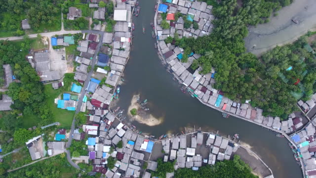 amazing view of coastal village with curved river and sea background, aerial top video - графство дерри стоковые видео и кадры b-roll
