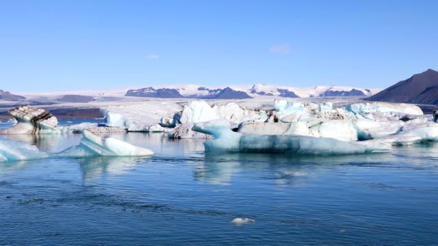 Amazing view of glacial lake Jokulsarlon, Iceland Amazing view of floating icebergs in the glacial lake Jokulsarlon on the background of clear blue sky, Iceland icecap stock videos & royalty-free footage