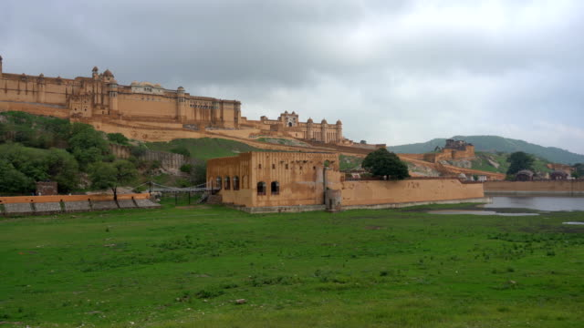 Amber Fort near Jaipur in Rajasthan, India Amber Fort with green grass near Jaipur in Rajasthan, India fort stock videos & royalty-free footage