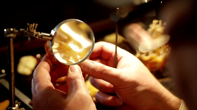 Amber Workshop -  Magnifying glass video