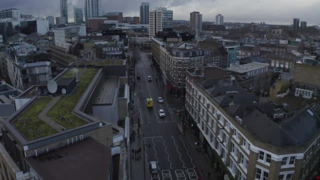 vidéos et rushes de suivi aérien d'ambulance - royaume-uni, londres - europe