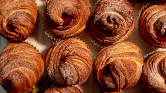 american cruffins with jam - cucina francese video stock e b–roll