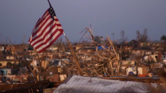 американский флаг находился в стихийных бедствий, 2 - сила природы стоковые видео и кадры b-roll