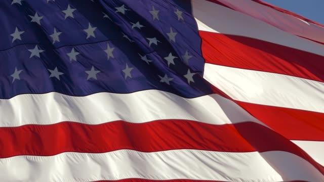 american flag waved highly detailed fabric texture - bandiera degli stati uniti video stock e b–roll