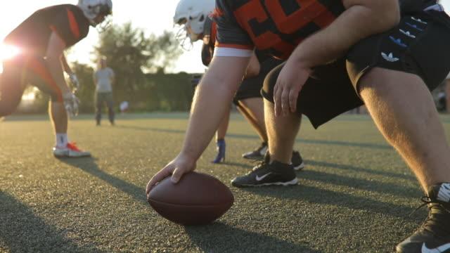 american football in motion - football filmów i materiałów b-roll