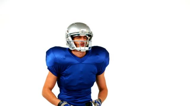 futbol amerykański piłkę gracz atrakcyjny - trykot filmów i materiałów b-roll