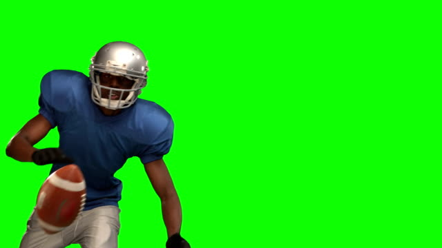 american-football-spieler um den ball - fangen stock-videos und b-roll-filmmaterial