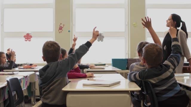 vídeos y material grabado en eventos de stock de presentación de clases de colegio americano educación actividades niños - clase de idiomas
