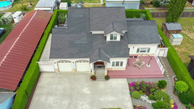 american suburban home aerial view - ingrandimento video stock e b–roll